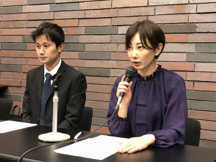 彫り師の増田太輝被告と主任弁護人の亀石倫子弁護士