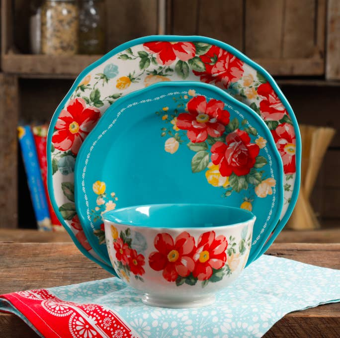 """Set includes: four 10.5"""" dinner plates, four 8.5"""" salad plates, four 6"""" bowlsGet them from Walmart for $49.97."""