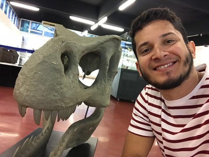 A maior parte do acervo do MGUSP é formado por material coletado em campo por alunos e professores do curso de Geologia, além de doações particulares. O museu conta com mais de 15 mil amostras e a maior parte delas são de procedência nacional. (http://www.igc.usp.br)Museu de GeociênciasUniversidade de São PauloRua do Lago, 562Entrada: GratuitaHorário de Funcionamento: Segunda a Sexta 08:30 ao 12:00 e das 13:30 as 17:00