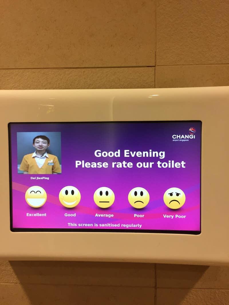 Pengguna toilet di bandara Singapura dapat memberikan rating