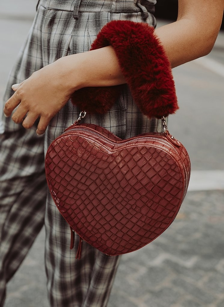 a77ec38409e7a 21 Of The Best Places To Buy Handbags And Purses Online In 2018