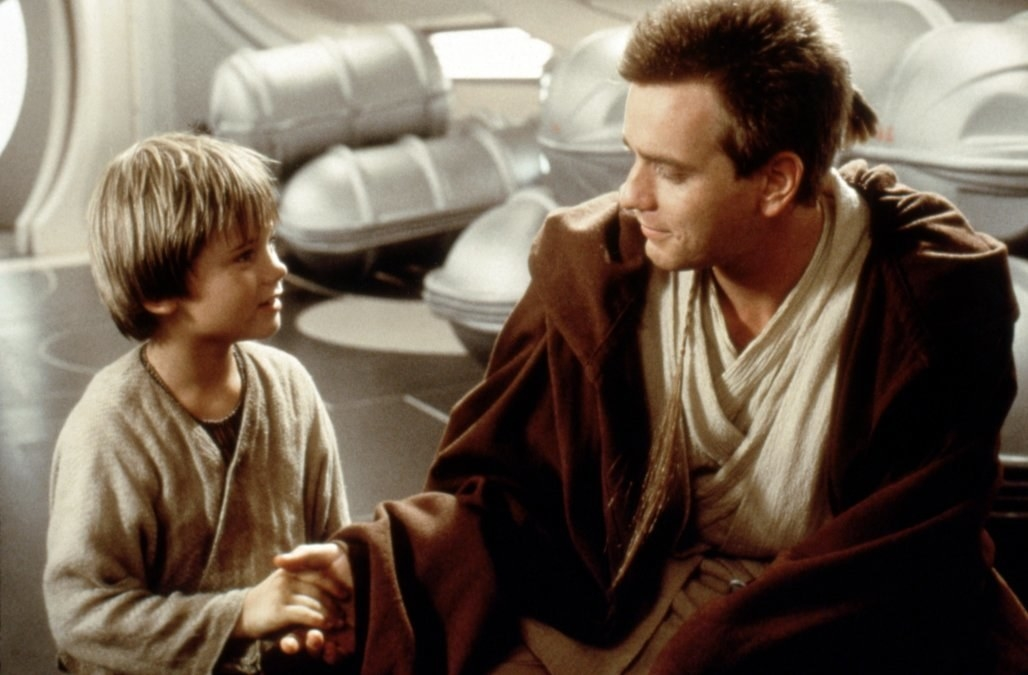 Jake is 29 today, while Ewan was 28 when the movie premiered in 1999.