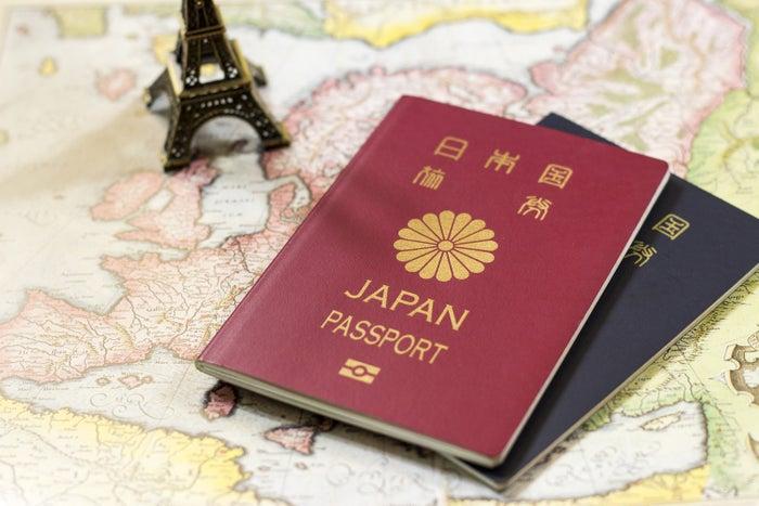 世界中のパスポートを、ビザ無しで渡航できる国・地域の数順に並べたランキング(2018年版)が発表されました。現在、日本パスポートでビザ無しで渡航できるのは190の国と地域。これまで同位だったシンガポール(189)を抜き、世界1位になったと報じられました。