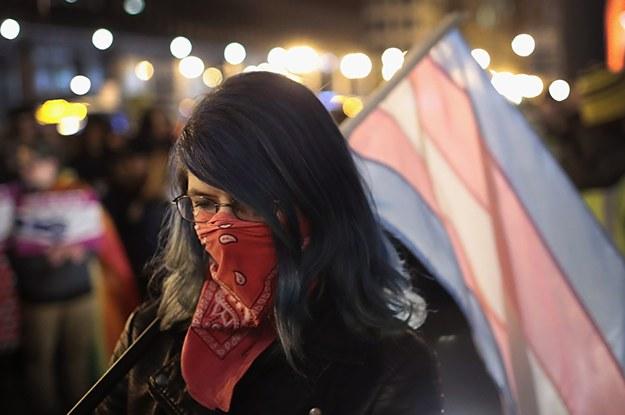 23 Trans-Personen erzählen, wie sie im Alltag angegriffen und beleidigt werden