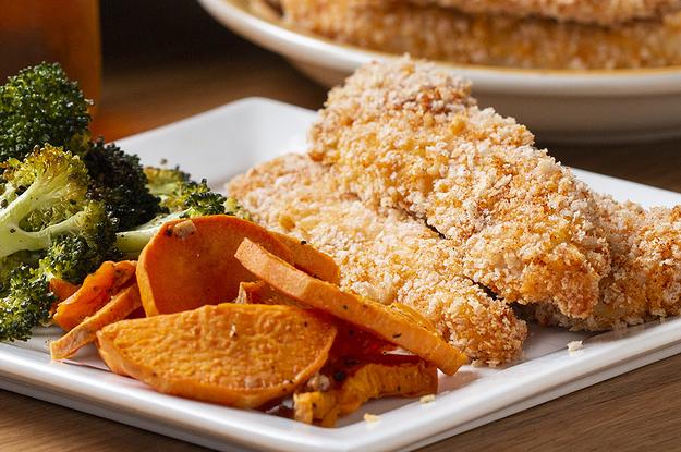 Diese knusprige Hähnchenstreifen mit Gemüse vom Blech sind das perfekte, einfache Abendessen