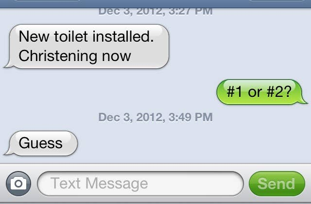 """""""– Novo vaso sanitário instalado. Batizando agora.– Número 1 ou 2?– Adivinha."""""""