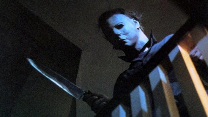 Aunque se puede decir que Psicosis (1960) fue el primer clásico de este sub-género del cine de terror, no fue sino hasta mediados de los 70 que floreció con The Texas Chain Saw Massacre ('74) y Halloween ('78). Básicamente, hablamos de cintas que muestran a psicópatas que stalkean a sus víctimas hasta asesinarlas.