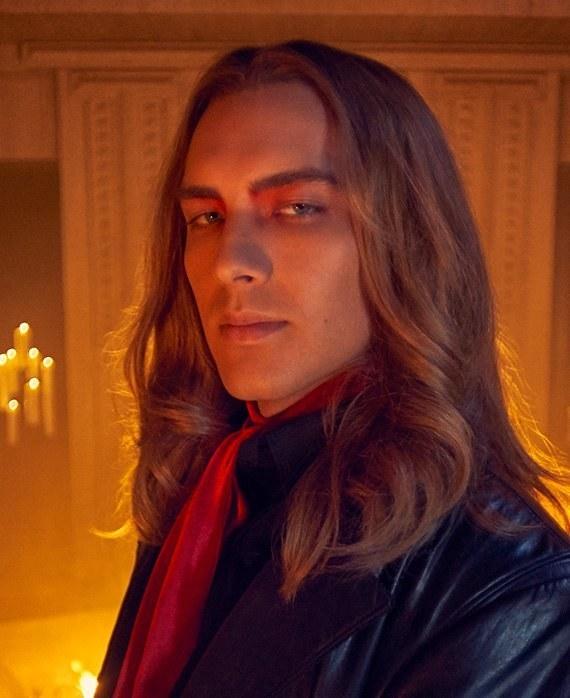 """Hablemos ya de lo guapo que es el Anticristo en """"American Horror Story: Apocalypse"""""""