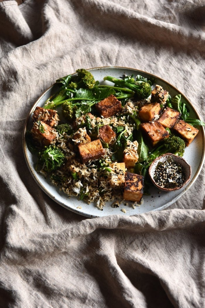 Forget your pumpkin spice! Miso 👏 is 👏 the 👏 coziest 👏 flavor! Broccolini, sweet rice, and crispy tofu make it even lovelier. Get the recipe here.