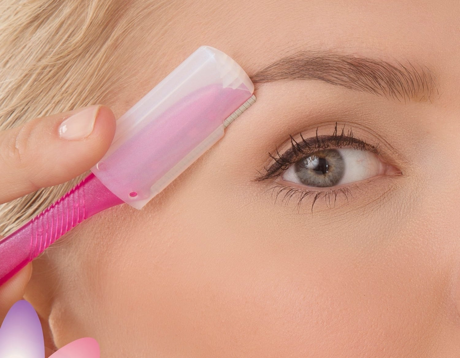 how to clean up eyebrows with razor