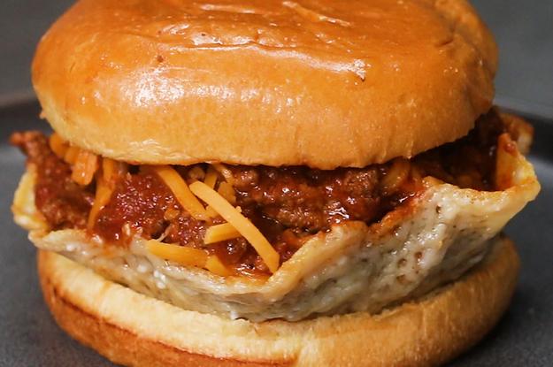 Dieser Cheeseburger hat ein leckeres Geheimnis: Chili-Cheese-Burger-Cups!