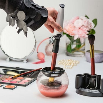 The Luxe Makeup Brush Cleaner
