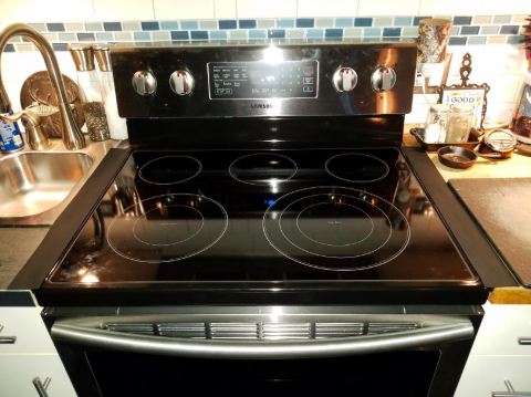 reviewer pic of oven stoveop with the gap covers in place but blending in with the stovetop