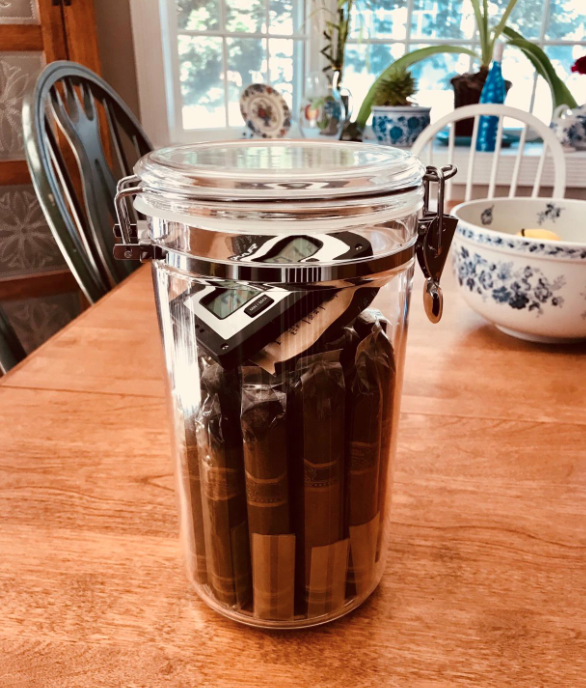 Reviewer image of the jar filled with cigars and a hydrometer