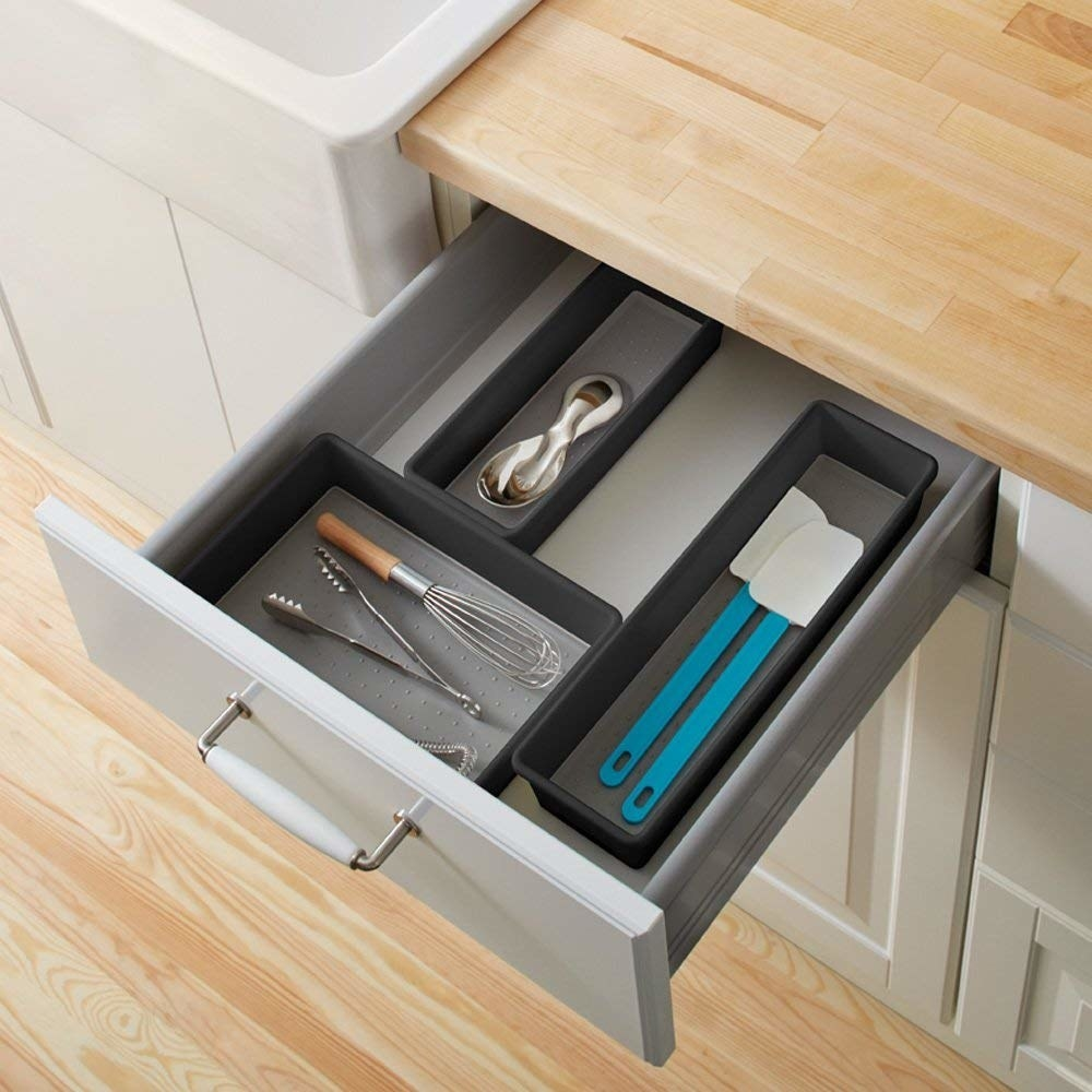 Drawer tray with utensils organized in compartments