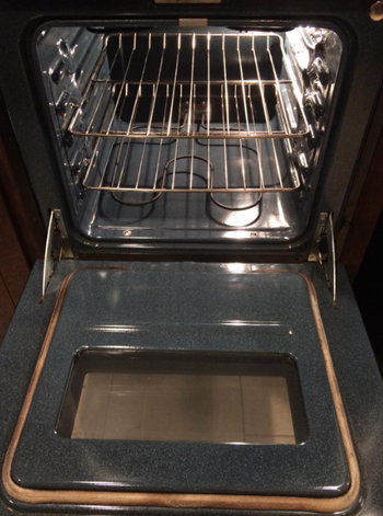 reviewer's after photo which shows their oven clean