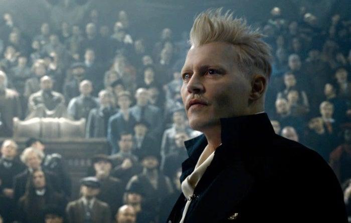 Johnny Depp como Gellert Grindelwald em Animais Fantásticos: Os Crimes de Grindelwald.