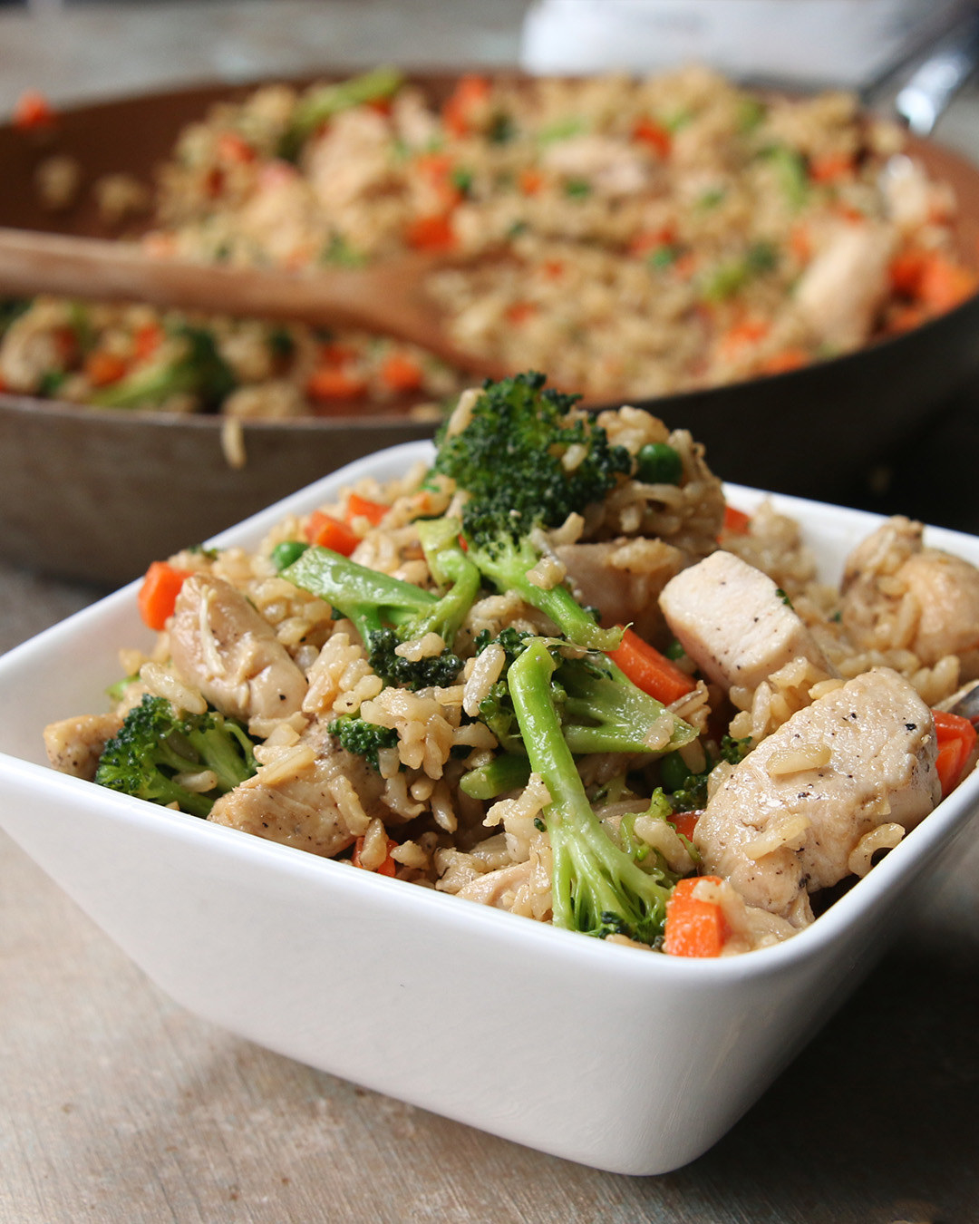 All you need is:– Sesame oil– Garlic– Chicken breasts, cubed (2)– Salt– Pepper– Carrots– Broccoli– Brown rice– Frozen peas– Soy sauceFind the recipe here.