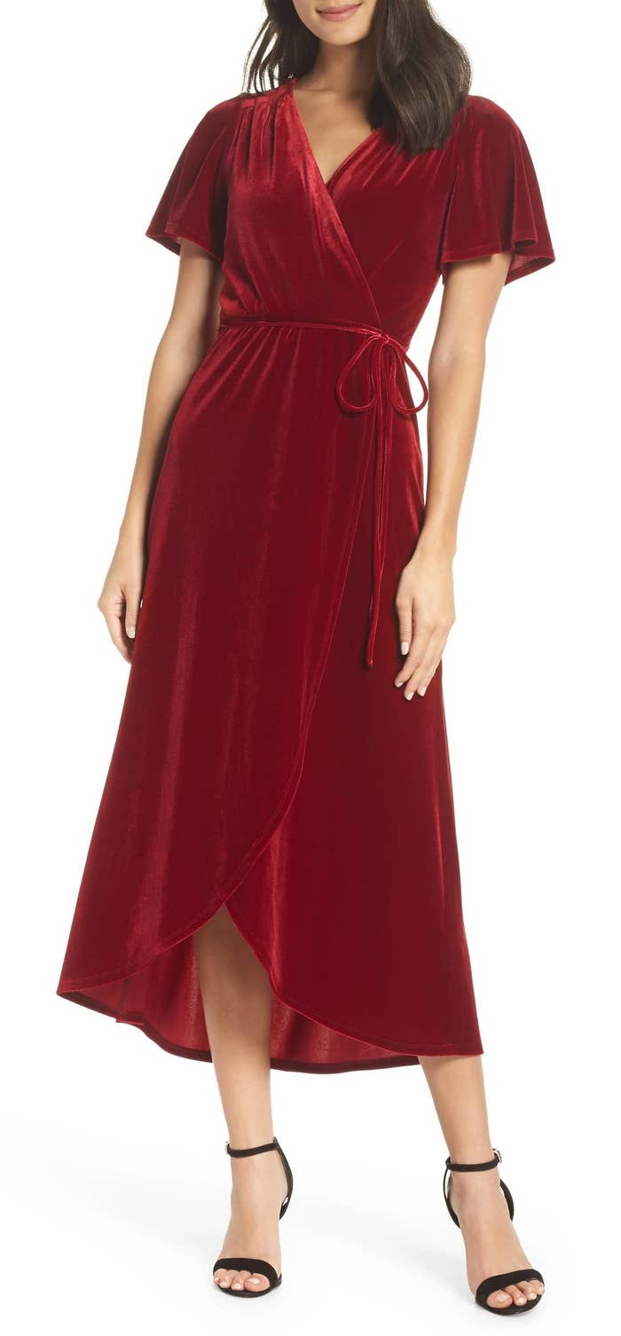 A velvet midi dress perfect for going caroling! You're totally going to rock  the solo in