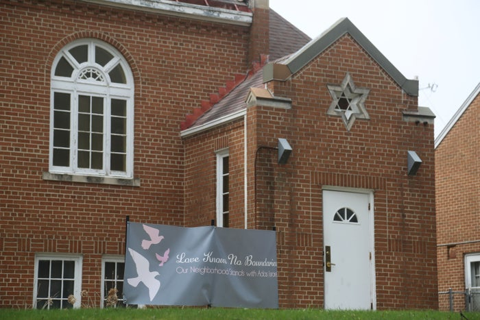 A banner was placed in support of Adas Israel Synagogue. About 75 people, including Christians and Muslims, attended a service in support of the synagogue after it received anti-Semitic phone messages in March 2017