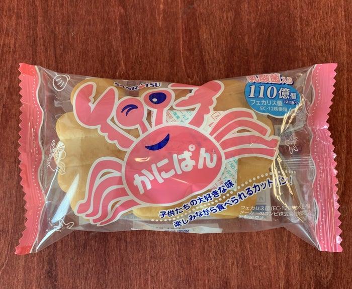 かにぱんです。カンパンや源氏パイで知られる三立製菓が1974年に発売したこの商品。もう40年以上の歴史があります。