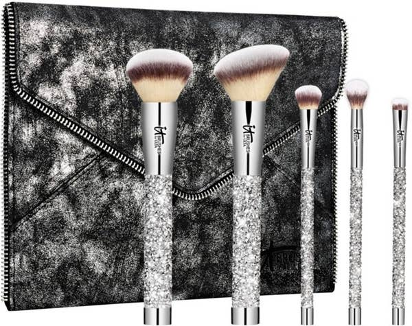 Makeup brushes that every girl needs