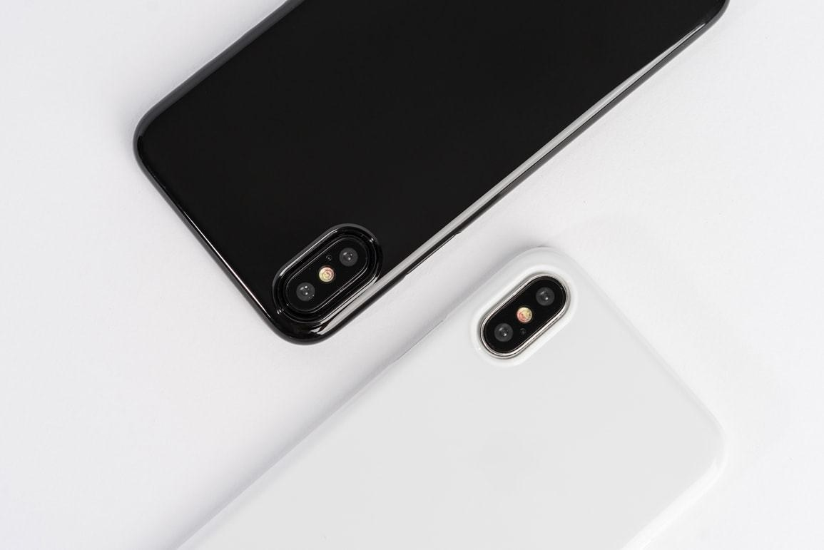 A black and a white Peel phone case on two iPhones