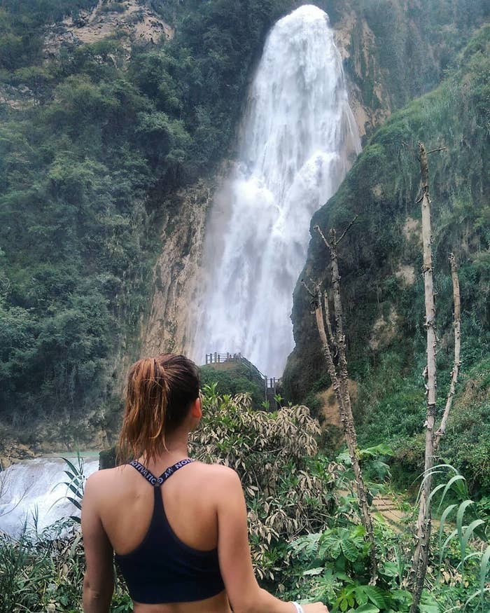 """En este centro ecoturístico podrás apreciar de cerca las cascadas de """"El Suspiro"""", """"Ala de Ángel"""", """"Arcoiris"""", """"Quinceañera"""" y la """"Velo de novia"""", que alcanza los 120 metros de altura. Prepárate para caminar bastante y adentrarte por completo en la naturaleza."""