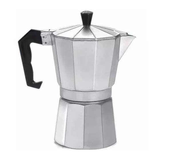 Uma cafeteira italiana, além de fazer um delicioso café, fica linda em cima do seu fogão.
