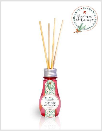 Difusores de aromas estão com tudo e este com essência de alecrim é de deixar sua casa com cheiro de loja.