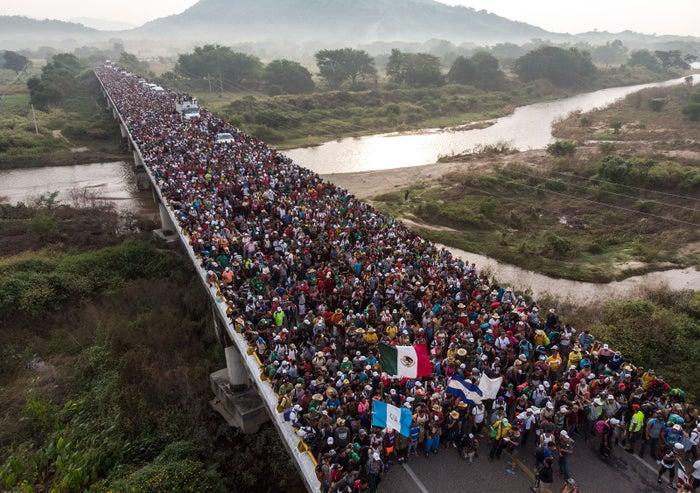 San Pedro Tapanatepec, México, 27 de octubre - Vista aérea de la caravana migrante.