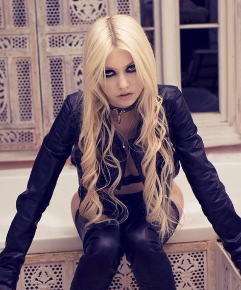 Taylor Momsen as Cindy Lou Who in  How the Grinch Stole Christmas : - Fun fact:  Momsen is now in an American rock band called The Pretty Reckless.