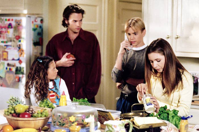 Simon (David Gallagher, center right) with his television siblings in 7th Heaven, 2000.