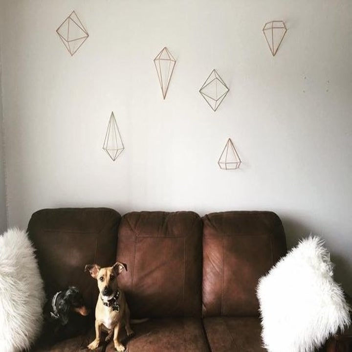the diamond-shaped wire decor on a reviewer's wall