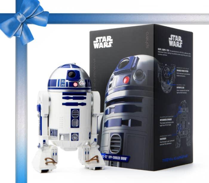 Por €75, este droide Sphero va a causar una sensación en esta Navidad. Es un bot activado por una aplicación, que enseña a los chicos cómo codificar y programar, y es por lo tanto el regalo perfecto para los futuros Einsteins.