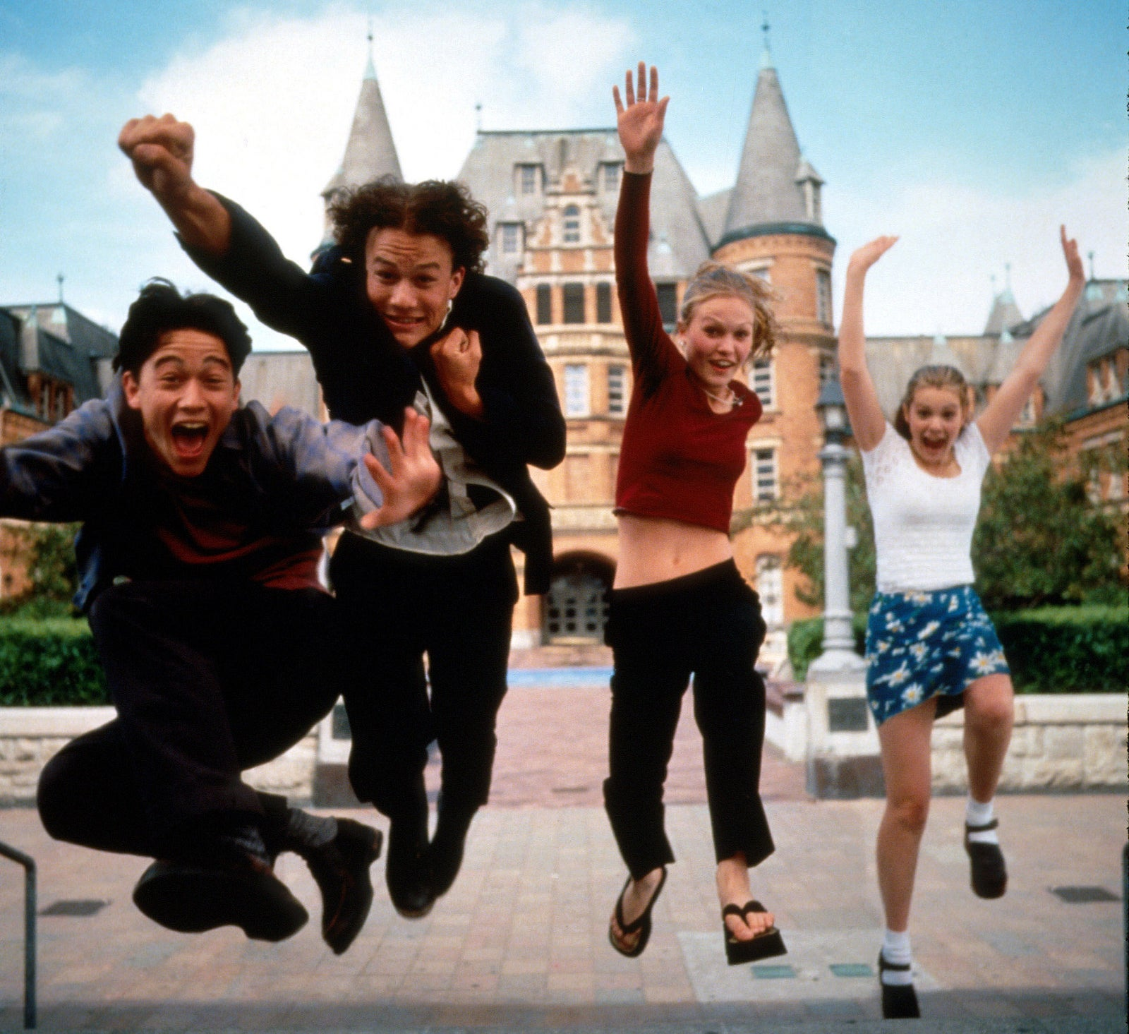 10 Things I Hate About You stars Joseph Gordon-Levitt, Heath Ledger, Stiles, and Larisa Oleynik.
