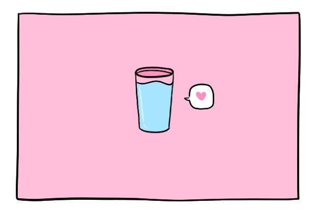 Muchos de nosotros olvidamos que al menos el 65 % de nuestro cuerpo es agua, así que ¿por qué seguimos privándonos de esto?Mantén una botella y un vaso de agua al lado de tu escritorio para que puedas beber un sorbo de vez en cuando. Lo ideal sería intentar beber de 6 a 8 vasos (1,2 litros) de agua al día.