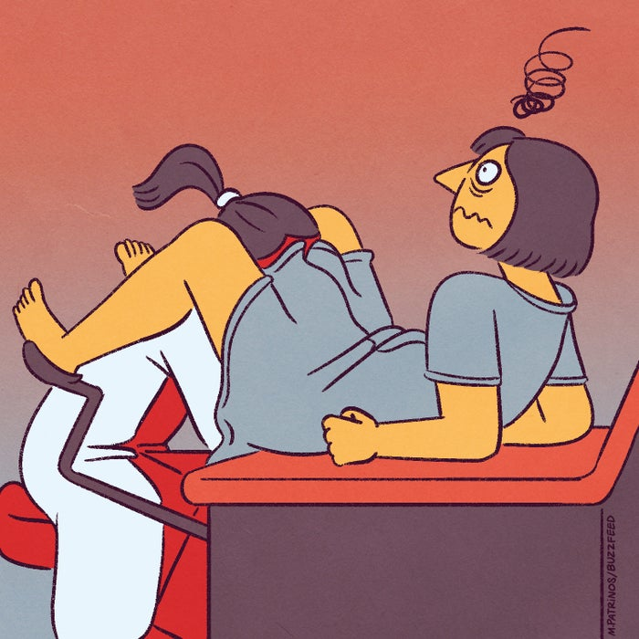 1. Ein Wort: Besuche beim Frauenarzt/bei der Frauenärztin.2. Während eines Besuchs mit gespreizten Beinen auf erhöhten Metallfußstützen sitzen, während jemand, den du kaum kennst, bis zum Ellenbogen in dir steckt und herumfummelt. 3. EISKALTE WERKZEUGE, DIE DEINE VAGINA BERÜHREN.4. Abstrichtupfer5. JUCKEN. 6. Wenn der klebrige Teil von Binden an unseren Schamhaaren hängen bleibt. 7. Wenn du denkst, deine Periode sei vorbei und dann versehentlich deine süße Wäsche vollblutest.8. ... oder dein schönes Laken.