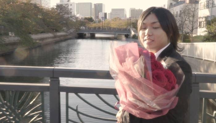 水溜りボンドに加え、女優の佐野ひなこと佐藤玲が出演。脚本と監督はメンバーのトミーが務めており、ラブストーリーが描かれているという。今回のコラボレーションについて、2人はこうコメントしている。