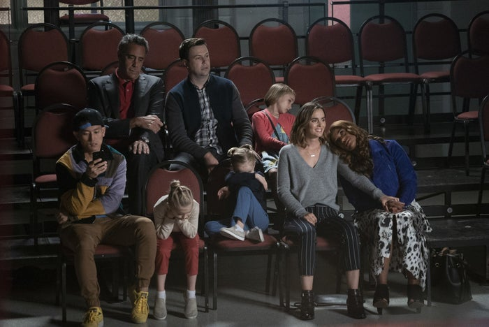 Miggy (Jake Choi), Douglas (Brad Garrett), Will (Taran Killam), Sophie (Marlow Barkley), Poppy (Kimrie Lewis), Angie (Leighton Meester), Mia Allen (Emma), and Ella Allen (Amy) in a recent episode of Single Parents.