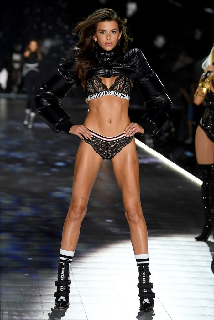 Victoria S Secret Fashion Show 2018 All Of The Models Walking