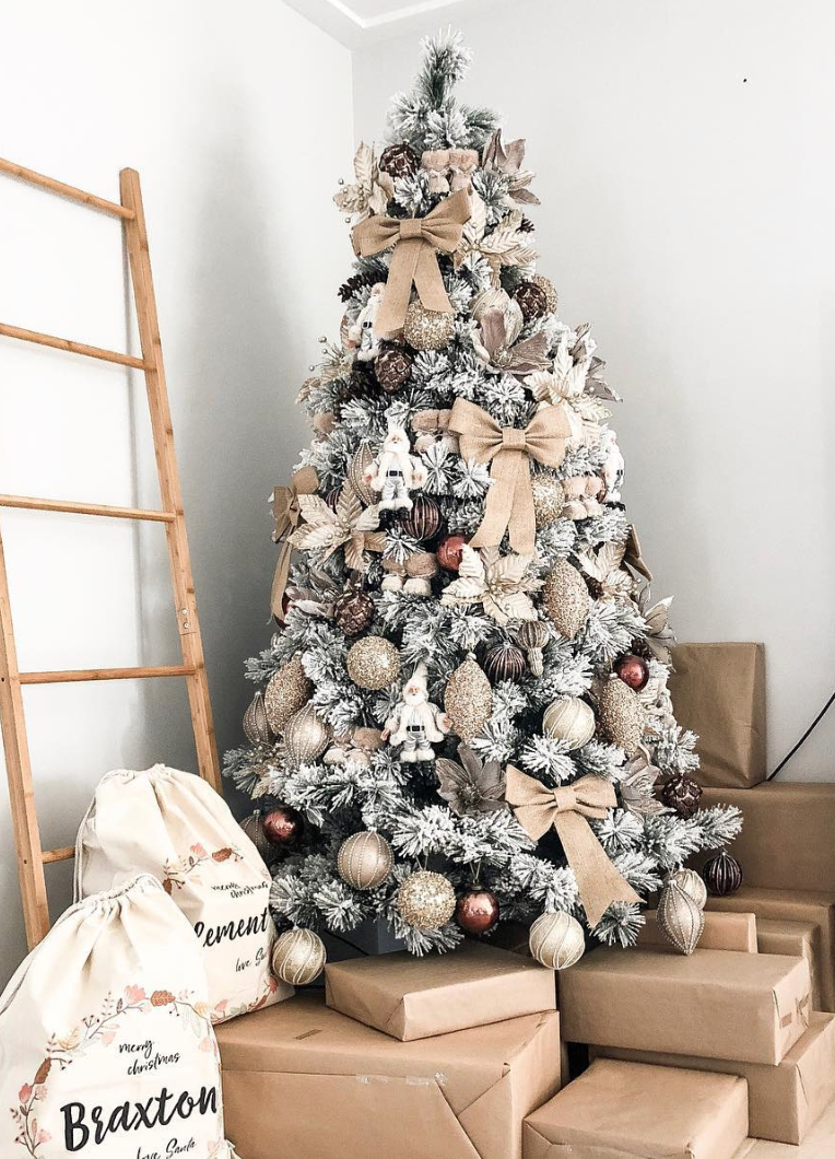 39 Aesthetically Pleasing Christmas Trees That Ll Make You Say Goals