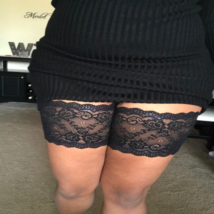 Reviewer showing black lace bands around their upper thighs