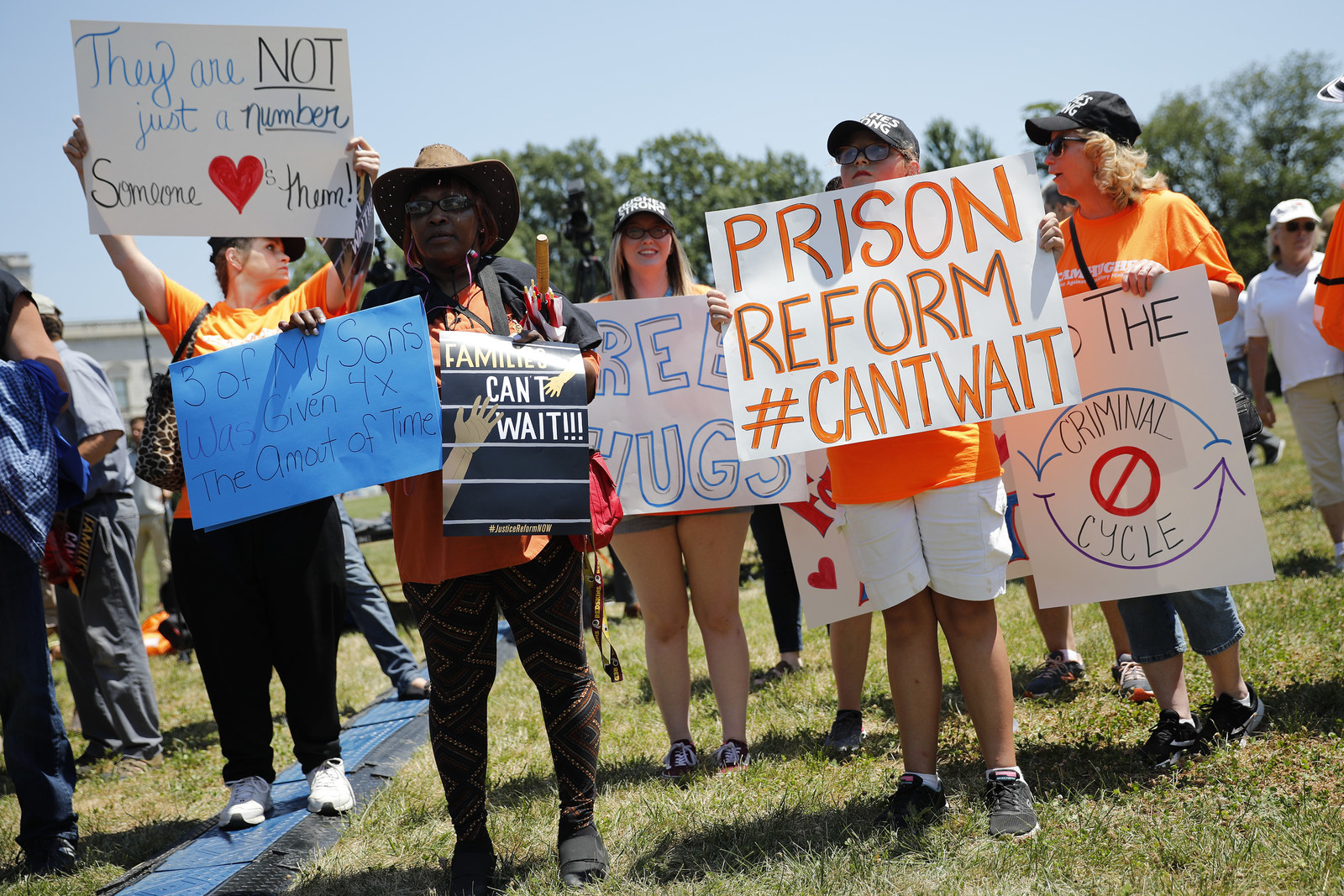 A Landmark Deal In Congress Could Give Nonviolent Drug Offenders The Chance To Get Out Of Jail Early