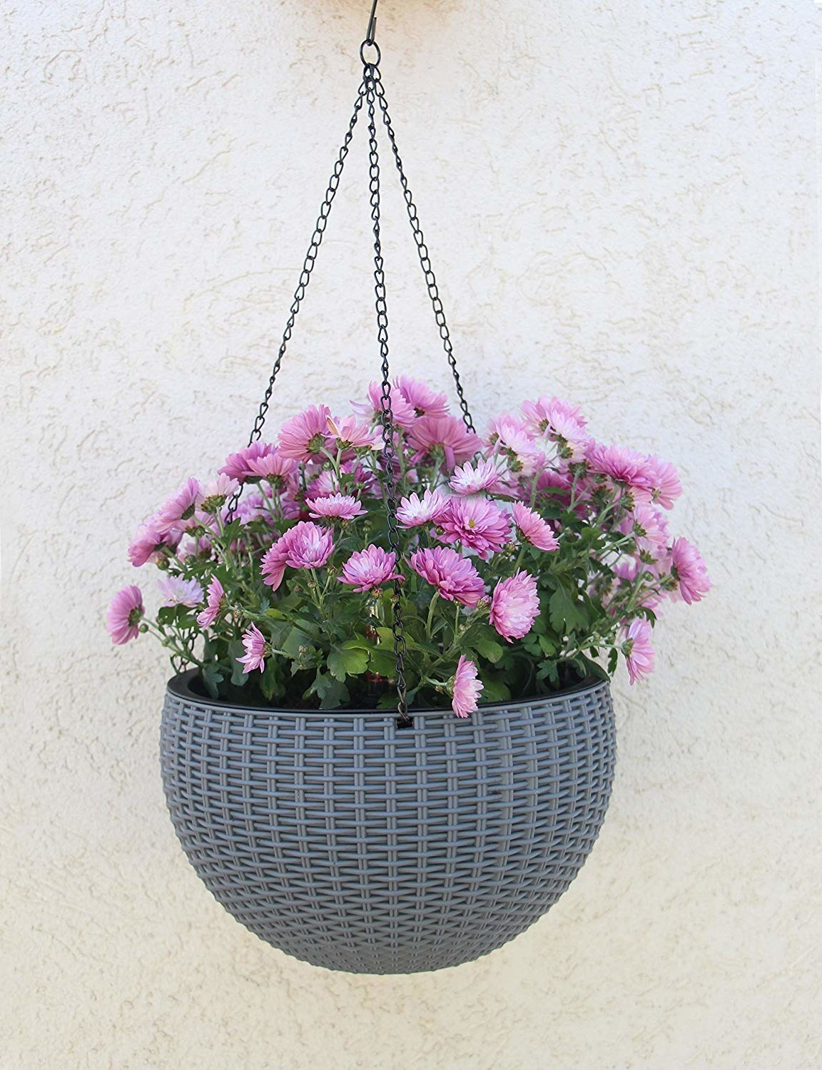 Self-watering wicker hanging plant in gray