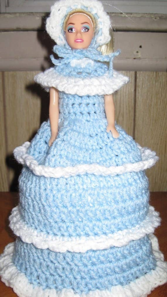 821c52d944785 Some sorta terrifying crochet toilet roll cover (usually a doll)