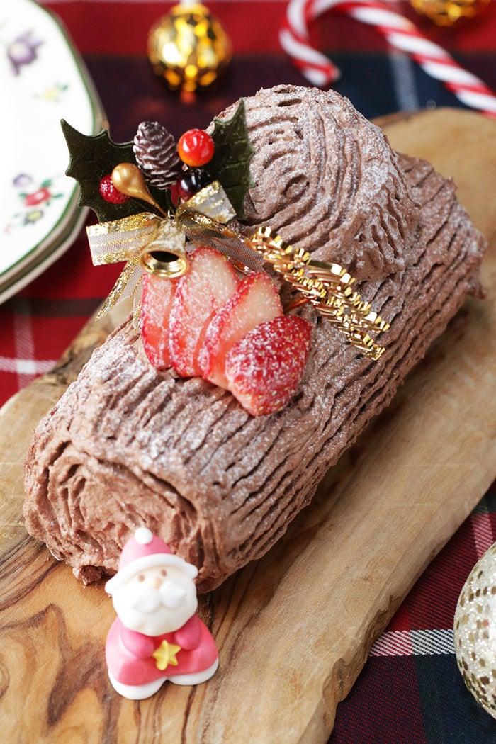 ついにクリスマスシーズンに突入!ディナーのメニューを考えたり、オーナメントを探したり、ホームパーティーの準備を楽しんでいますか?いつもはケーキをお店で購入する方も、今年は手作りにチャレンジしてみるのはいかがですか?フライパンで出来るので、オーブンがなくても安心!みんなでデコレーションすれば、ケーキを作る時間も楽しい思い出になるはず♪ぜひクリスマスパーティーに作ってみてくださいね!