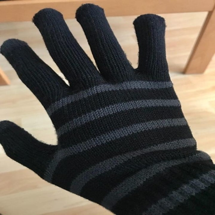 The same knit glove with no fuzz or pills