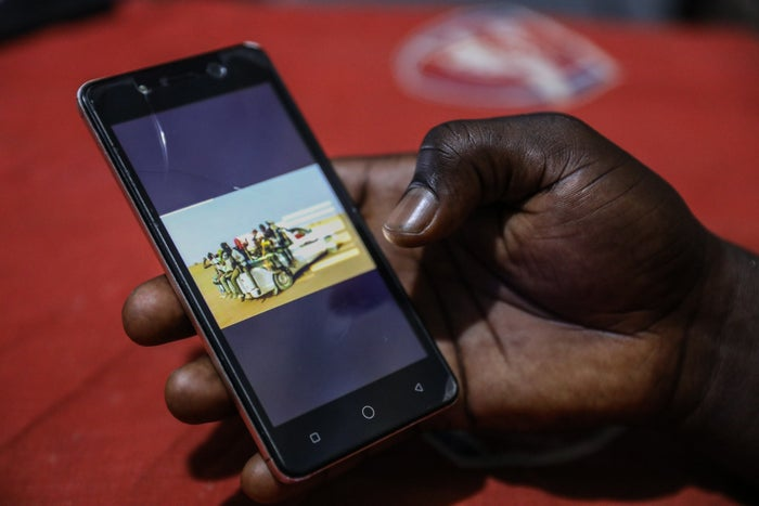 ジュードが見せてくれた、彼をリビアに運んだトラックの写真。
