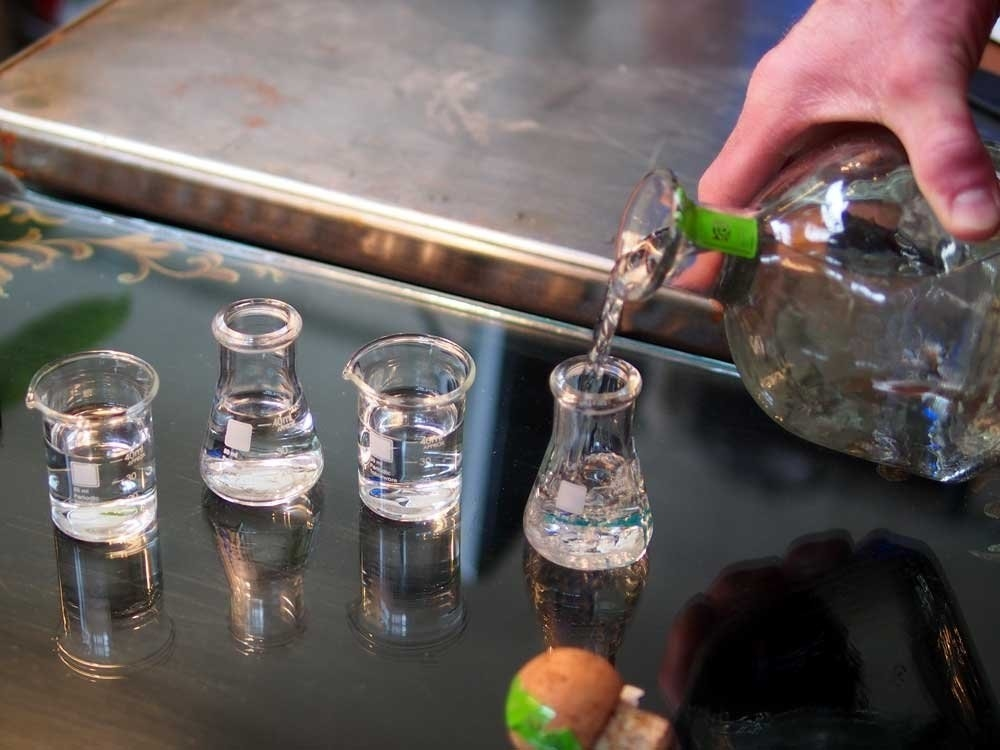The four shot glasses shaped like beakers and erlenmeyer flasks